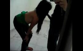 Novinha caseira aliviando o garoto com um boquete guloso