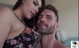 Peituda natural fazendo sexo com namorado