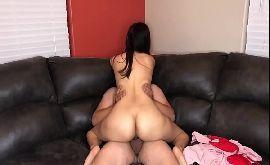 Sexo no sofa com a irmã rabuda safadinha