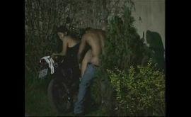Transando na moto com a puta moreninha