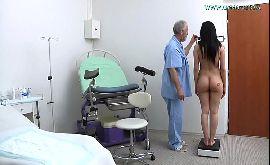 Ginecologista safado deixando paciente excitada