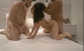 Bacanal sexo com a morena comprometida se divertindo na putaria