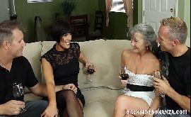 Troca de casais xvideos velha safada na orgia com seu homem