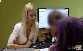 Historia de sexo com oficial de empréstimo comendo a cliente