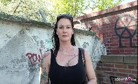 Sexo com velha peituda se prostituindo em Berlin