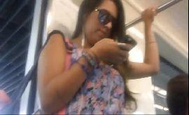 Caçador de calcinha filmando a gostosa no transporte publico