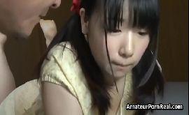 Japonesa trepando com dois velhos tarado na sala