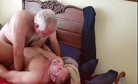 Velhos gays fudendo pra passar o tempo