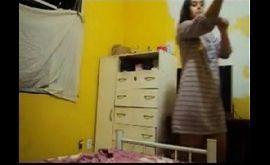 Fraga de calcinhas gostosa se trocando no vídeo amador