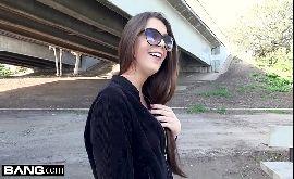 Video de sex com gostoso mostrando os peitos na rua