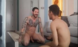 Sexo gay sem camisinha com homens maduros