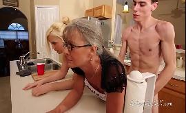 Velha tesuda e novinho hipnotizada sendo treinada