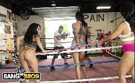 Transando na academia com boxeadores safados