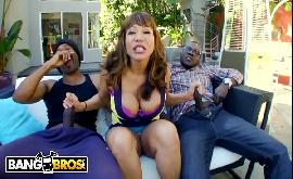 Esposa transando com dois atores pornô negros