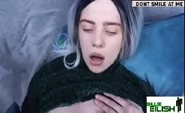Billie Eilish pelada dando sua buceta depilada