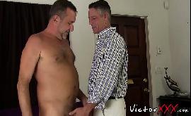 Homens velhos transando na sala ate gozarem
