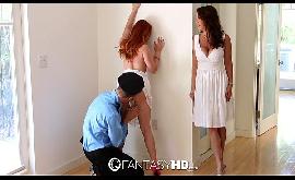 Amigas peladas fazendo sexo com um bem dotado