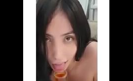 Mulheres pagando peitinho em videos da net