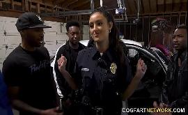 Sexo na delegacia com policial muito gostosa