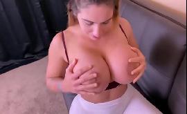 Bumbum grande da namorada que goza dando o toba