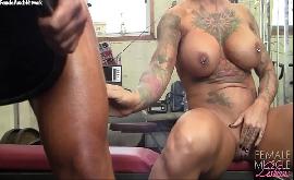 Mulheres saradas nuas malhando na academia