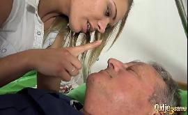 Sexo com avo e suas duas netas muito safadas