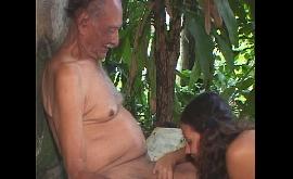 Sexo com velho tarado no meio da floresta