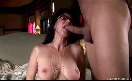 Metendo na buceta veia dessa gostosa no pornô