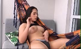 Novinha vazou na net fumando e se masturbando na rede